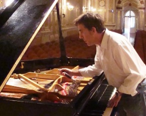 Afinador de pianos en Málaga y Marbella Juan Olalla